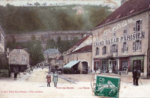 Place-centrale-vue-mairie-02