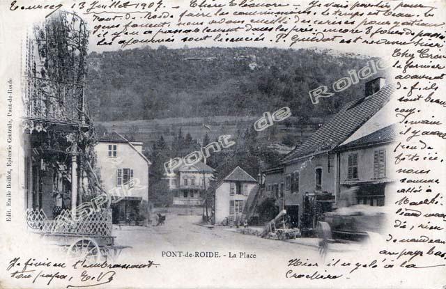 Place-centrale-vue-mairie-10