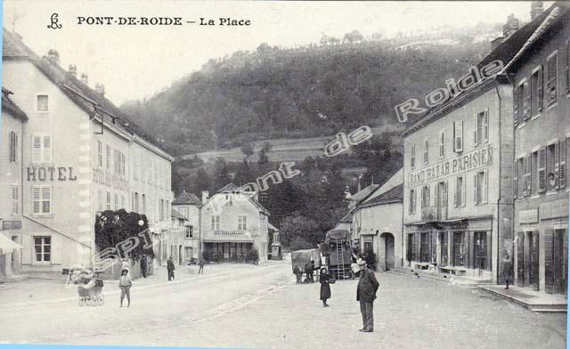 Place-centrale-vue-mairie-16