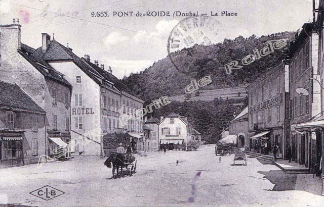 Place-centrale-vue-mairie-20