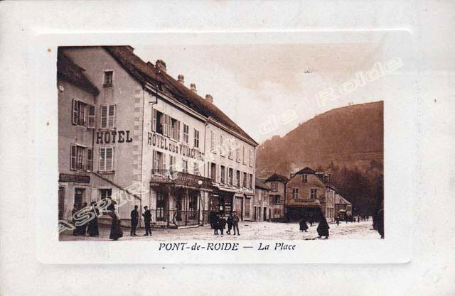 Place-centrale-vue-mairie-26
