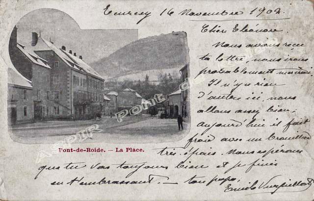 Place-centrale-vue-mairie-29